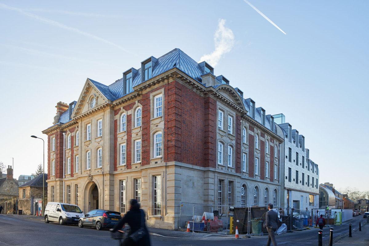 Alison-Brooks-Architects-_-Exeter-College-Oxford-University-_-Photo-Entrance-construction