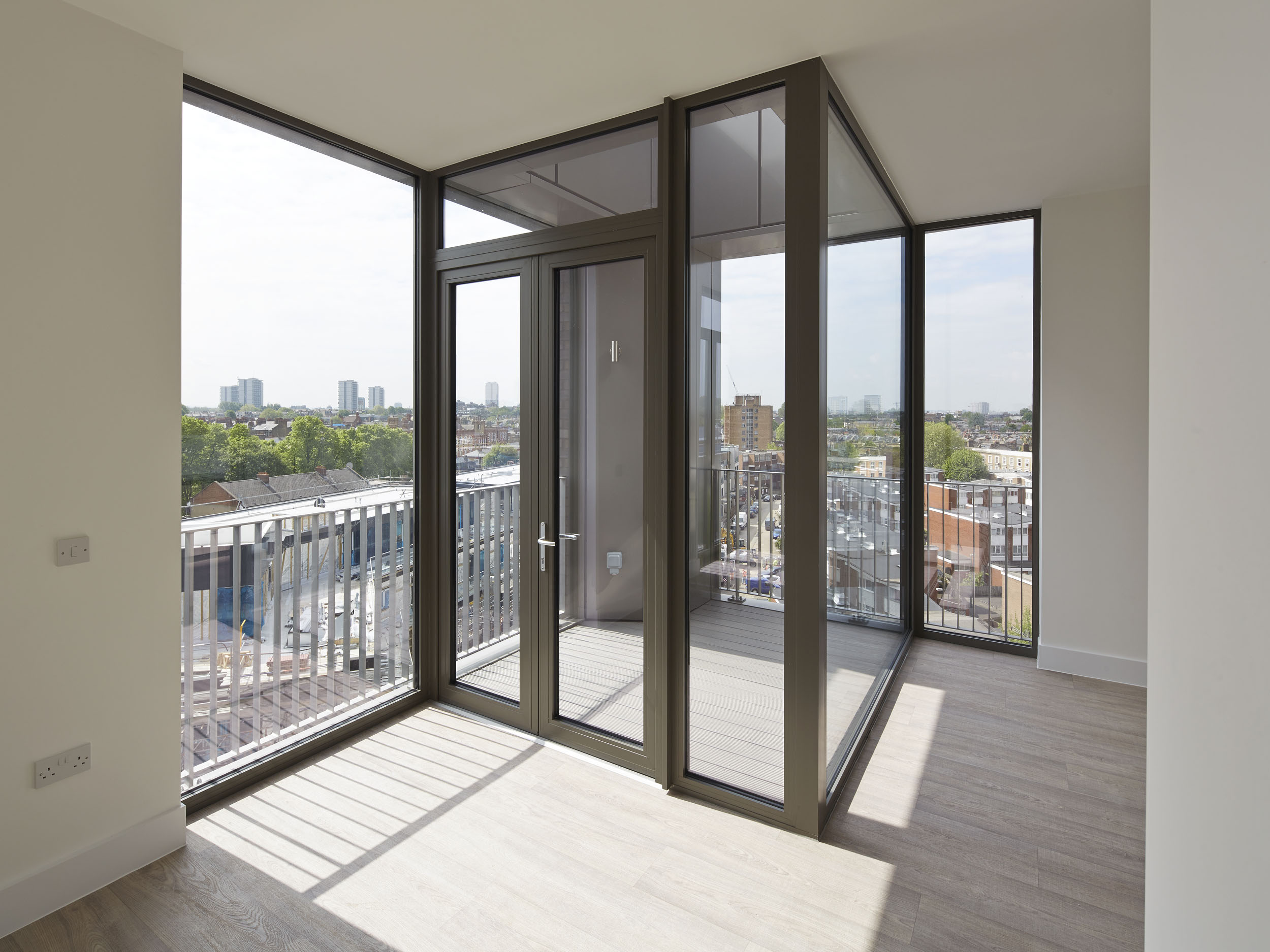 New photos reveal south kilburn interiors alison brooks for Balcony interior
